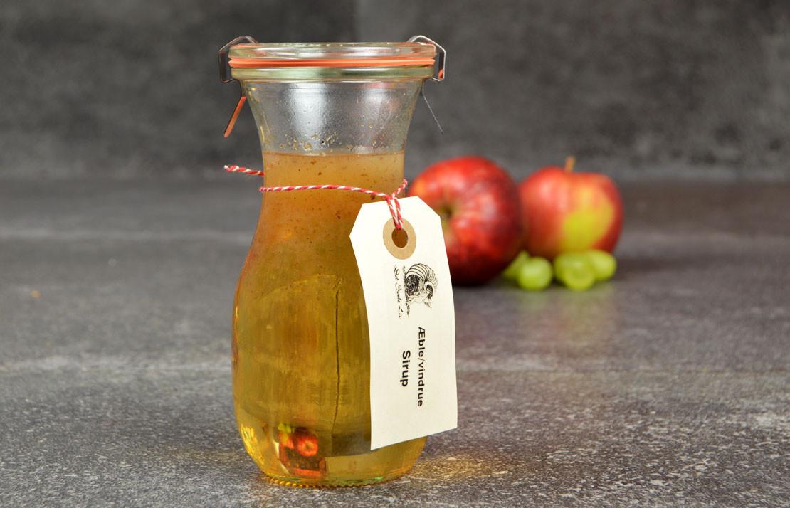 Æble/vindrue sirup fra Det Søde Liv.